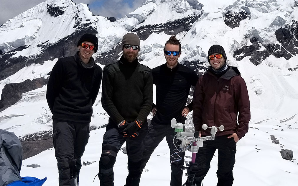 Des étudiants scientifiques analysent la fonte des glaciers au Pérou